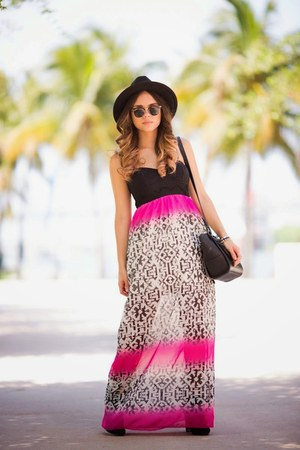 black ankle Guess boots - hot pink maxi skirt Trixxi dress