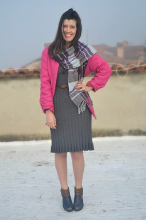 hot pink La Redoute jacket - light purple leather wonders boots