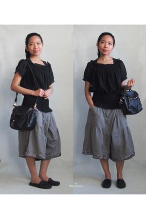 black blouse - black Romwecom bag - heather gray pants - black loafers