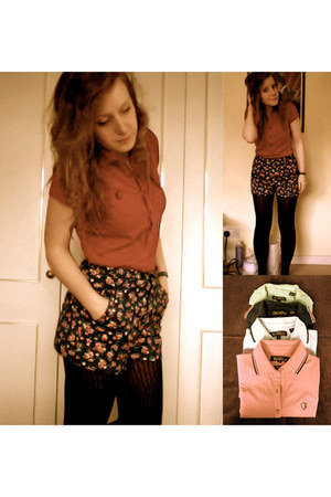 navy flowers Topshop shorts - black M&S tights - coral ben sherman t-shirt