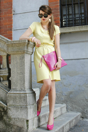 light yellow Pierre Cardin dress - hot pink Coccinelle bag
