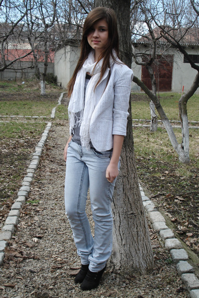 white blazer - white top - white - blue jeans
