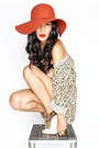 Ivory-gary-pepper-vintage-boots-carrot-orange-sportsgirl-hat-gold-gary-peppe