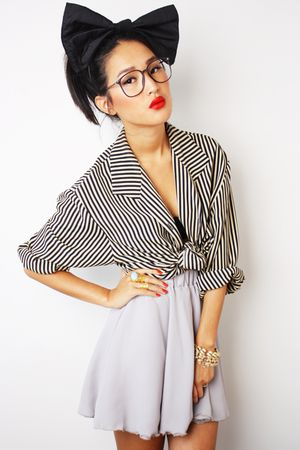 black DIY bow accessories - yellow vintage shirt
