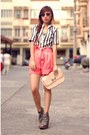 Light-pink-mother-bag-honeysuckle-shorts-nava-wayfarer-sunglasses-heather-