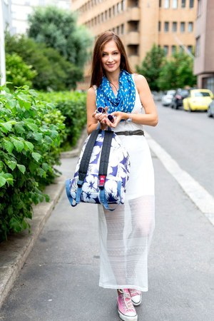 white unknown brand dress - violet backpack quicksilver bag