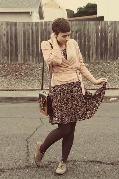 vintage purse - Forever 21 shoes - Goodwill dress - H&M sweater