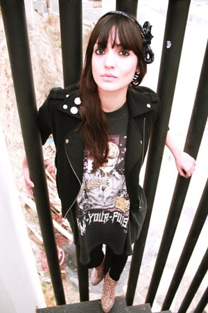 black name your poison t-shirt - black tights - black jacket - beige leopard boo
