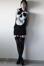 Black-andu-t-shirt-black-vintage-skirt-black-tights-black-boots