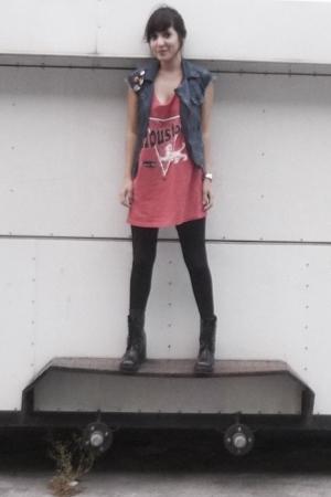 Diesel vest - thrift t-shirt - boots