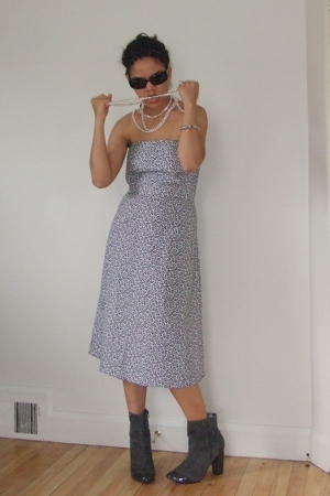 NY&Co dress - Nine West shoes - Marc Jacobs sunglasses - Akoya necklace - consig