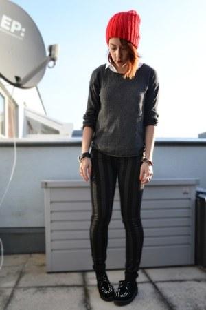 Ebay shoes - New Yorker hat - H&M sweater - Bershka shirt - New Yorker pants