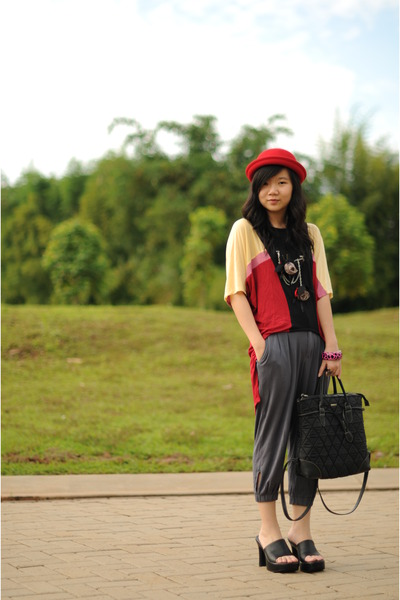 red hat - DR for Bloopendorse - gray Gaudi - black bucherri - black sophie marti