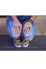Light-orange-h-m-shoes-sky-blue-pull-bear-jeans-black-h-m-bag