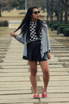 black vintage ray-ban sunglasses - white checkered Forever 21 shirt