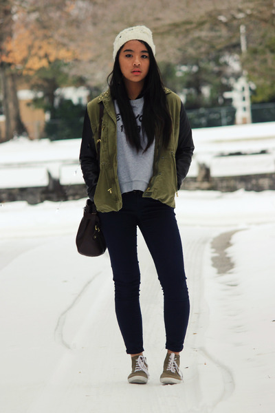 army green trend H&M jacket - off white beanie Urban Outfitters hat