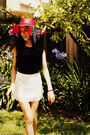 Red-hat-black-scarf-black-top-white-skirt-white-shoes