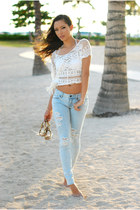 white Chicwish top - periwinkle PacSun jeans