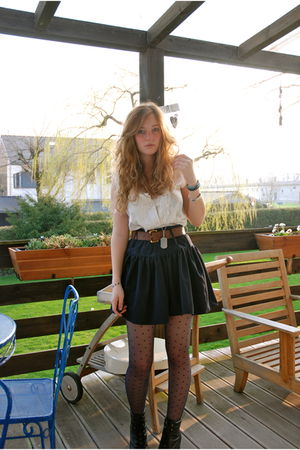 black Primark skirt - white vintage blouse - blue H&M tights - black Pimkie shoe