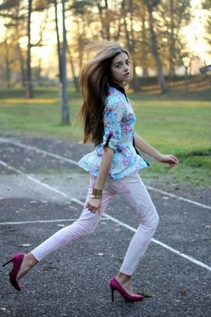 light blue H&amp;M shirt - light pink H&amp;M pants - magenta Bershka heels