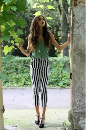 green H&M top - white Bershka pants - black CCC heels