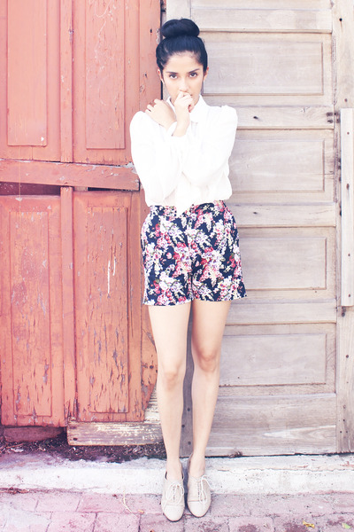 navy DIY shorts - beige unknown shoes - ivory blouse Sugarlips blouse