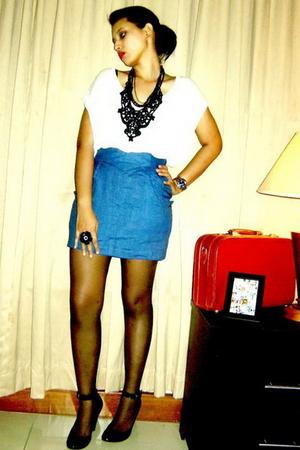 white Zara t-shirt - Oschas Shop skirt - black Nine West shoes