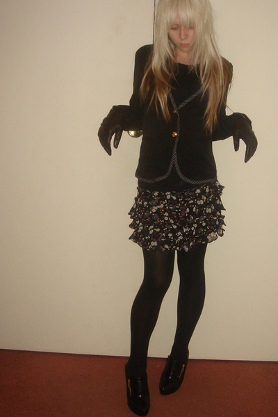 black & navy kaviar blazer - leather milana gloves - floral deja vu skirt
