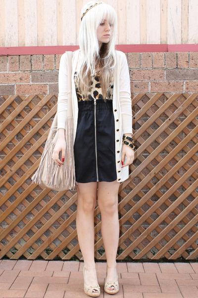 black zipper Dont Ask Amanda skirt - beige fringe bag Sportsgirl bag