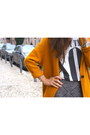 White-zara-t-shirt-mustard-zara-coat-black-bimba-lola-bag