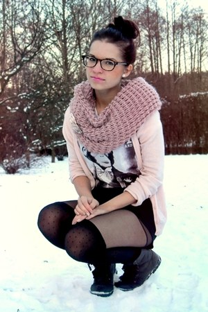 pink Orsay scarf - dark gray boots - black Secondhand shorts