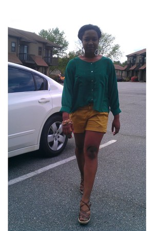 mustard Forever 21 shorts - green Forever 21 blouse - brown New York & Co wedges