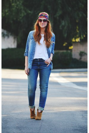 blue denim shirt - tawny boots - blue jeans - hot pink scarf - white t-shirt