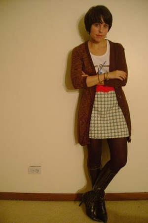 forever 21 sweater - vintage skirt - vintage belt - HUE tights