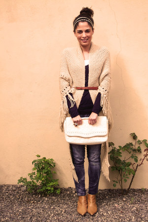 vintage cape - Via Uno boots - Marquis bag - vintage belt - Forever 21 ring
