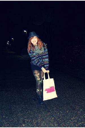 Urban Outfitters boots - H&M hat - GINA TRICOT scarf - H&M skirt - my fathers sw