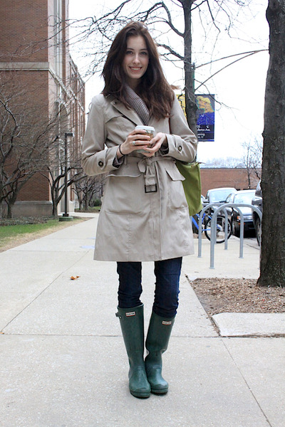 http://images3.chictopia.com/photos/pandamarie/6233642002/forest-green-rain-boots-hunter-boots-navy-jeans-beige-trench-coat-jacket-c_400.jpg