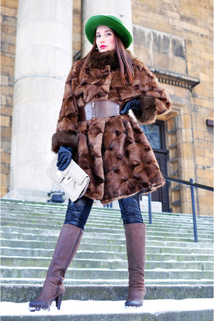 dark brown with heels Donna Loka boots - dark brown fur no name coat