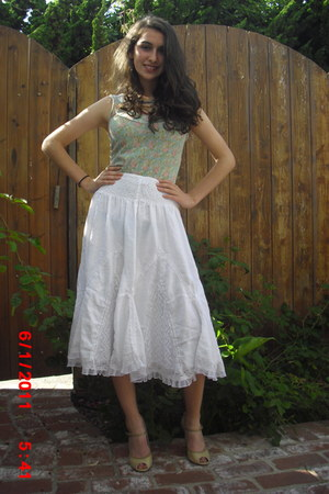 vintage skirt - vintage intimate - Paolo heels - American Eagle necklace