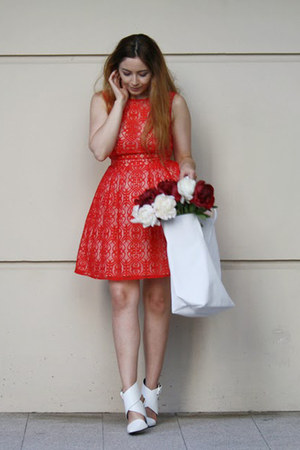 red lace asos dress - white tote Lacoste bag