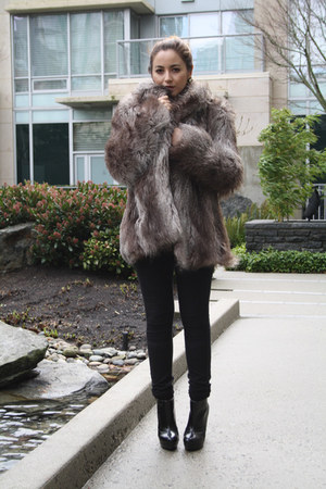 brown faux fur asos coat - black Zara boots