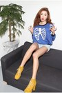 Yellow-boots-blue-shirt-light-blue-shorts