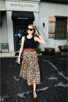 camel Style Nanda skirt - dark gray Ray Ban sunglasses - black giordano top