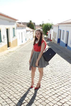 navy skater Bershka skirt - navy Parfois bag - red polka dots Primark blouse