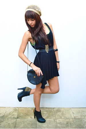 gold Forever 21 - black Randomly found in Hong Kong dress - black Forever 21 - b