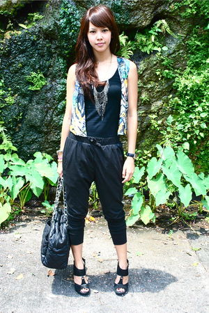 unica hija vest - black Topshop top - black EXR - black Aldo shoes - black pull&