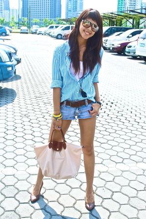 brown leather Gap belt - beige bag longchamp - blue stripped polo Bayo