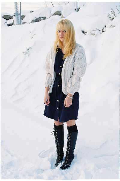 ivory vintage sweater - navy vintage dress - black vagabond boots