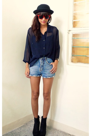 blue highwaist vintage shorts - black sheer Archiveclothing top