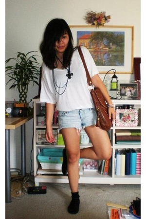 American Apparel shirt - American Eagle shorts - h&m via thrift town shoes - for